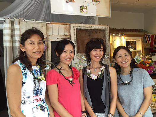左からアロマセラピストのAKikoさん、ネイリストのMisuzuさん、私、台湾式マッサージのChiyokoさん