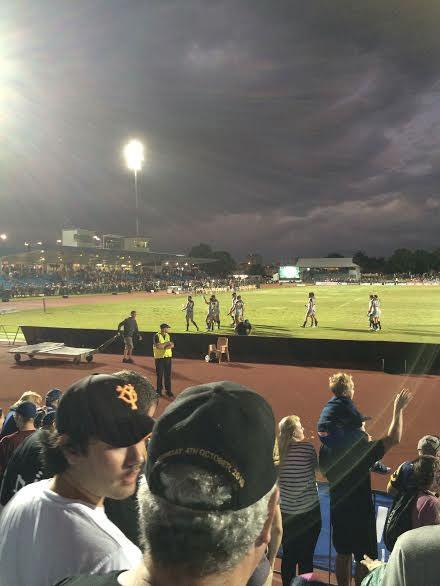 試合終了後。南国の夜の雰囲気がすごく好き。